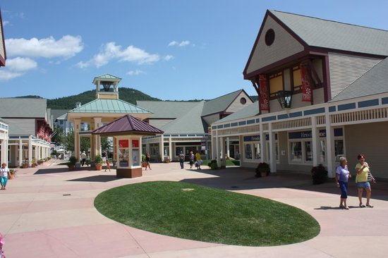 Settlers' Green Outlet Village is located in North Conway, New Hampshire and offers 82 stores - Scroll down for Settlers' Green Outlet Village outlet shopping information: store list, locations, outlet mall hours, contact and address.3/5(2).