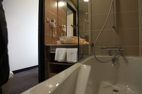 chambre 12 salle de bains picture of hotel vauban besancon tripadvisor. Black Bedroom Furniture Sets. Home Design Ideas