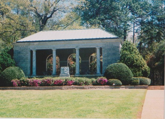 National Cemetery Pavilion - Picture of Andersonville ...
