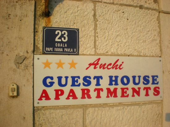 Anchi Guesthouse & Apartments