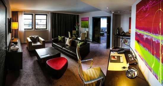 Suite living room - Picture of Hilton London Tower Bridge, London