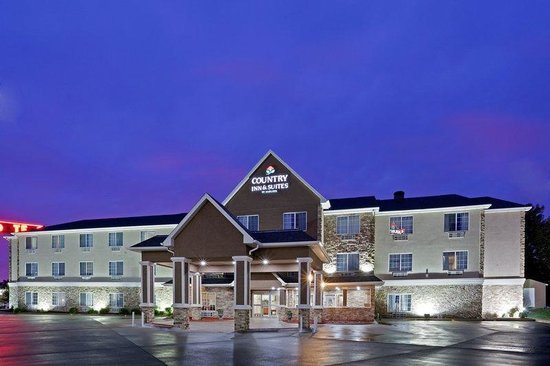 Photo of Country Inn & Suites Topeka-West