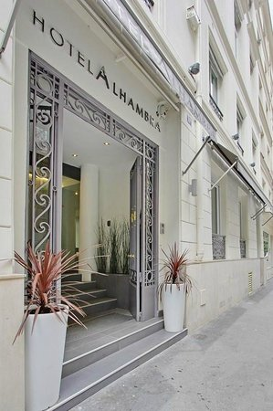 Photo of Hotel Alhambra Paris