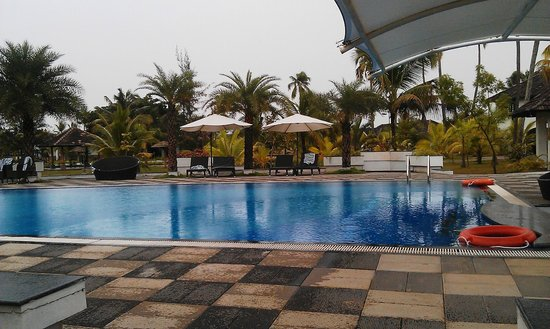 Swimming Pool Picture Of Club Mahindra Cherai Beach Cherai Beach Tripadvisor