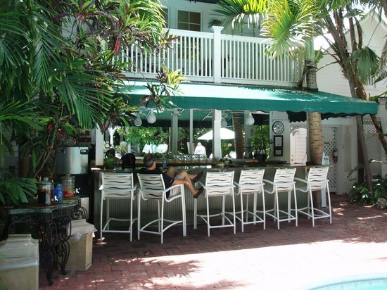 Pool bar area picture of the gardens hotel key west for Chelsea pool garden key west