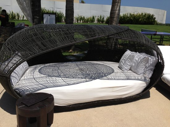 Cabo Azul Resort: Cabana Beds