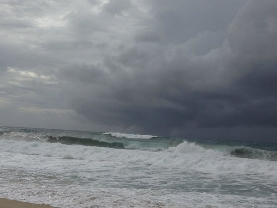 Cabo Azul Resort: storm the day we were leaving rough ocean