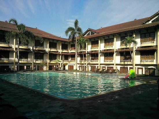 301 moved permanently for Jogja plaza hotel swimming pool
