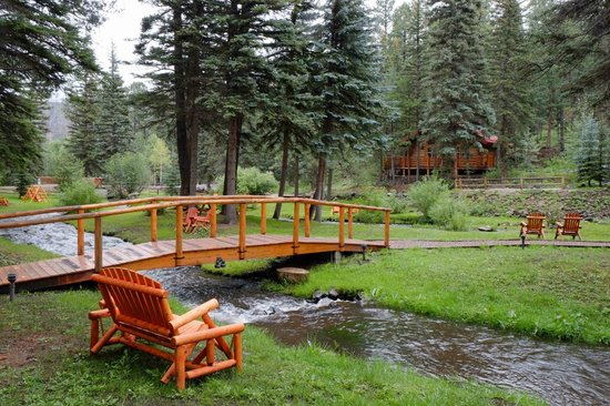 Little colorado river picture of red setter inn and for Cabins to rent in greer az
