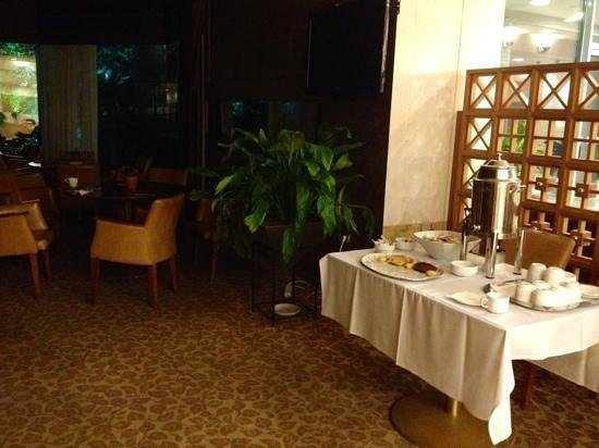 Paiania greece breakfast room - Hotel aire autoroute ...