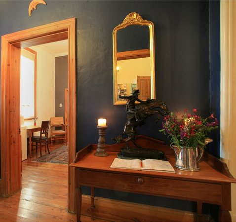 Acorn Guest House: Our welcoming entrance