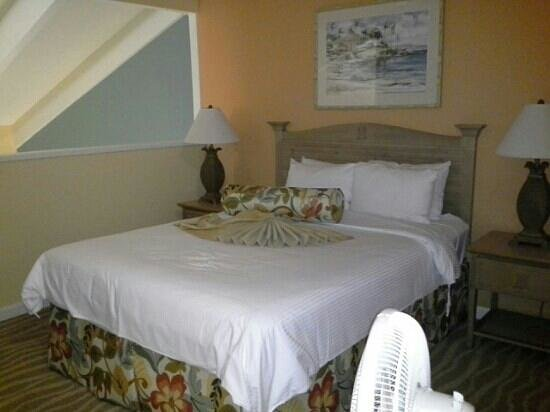 WorldMark at Kapaa Shores: Master bedroom