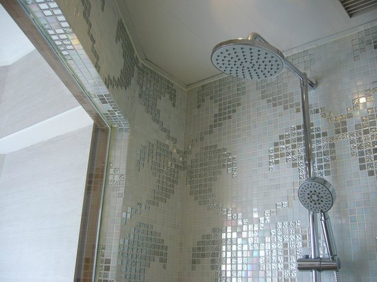 shower picture of dorsett kwun tong hong kong hong kong tripadvisor. Black Bedroom Furniture Sets. Home Design Ideas