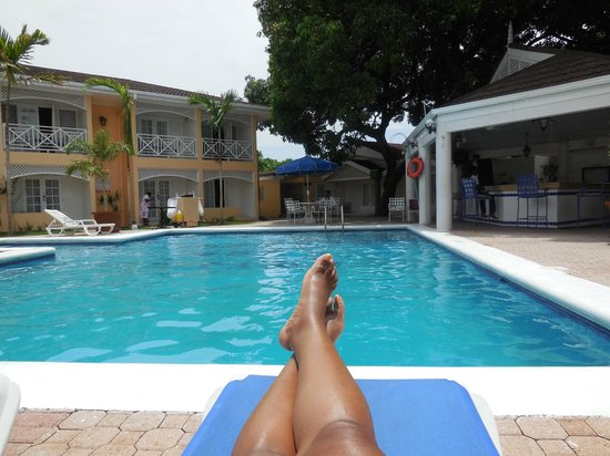 Hotel Four Seasons: Everting is Irie, Mon!!  Relaxing by the Pool!!