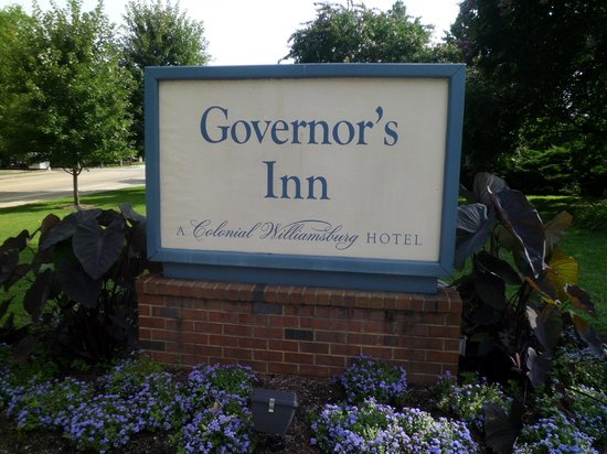 Governor's Inn - Colonial Williamsburg: motel sign