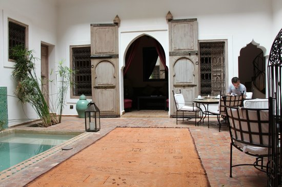 Riad Altair: Ground floor courtyard and dining area