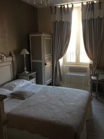 chambre la d coration soign e photo de hotel abat jour nantes tripadvisor. Black Bedroom Furniture Sets. Home Design Ideas