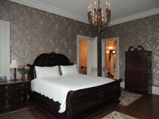 Chestnut Manor Bed & Breakfast