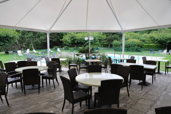 Espace petit dej d j et piscine picture of best western for Cafe jardin scarborough