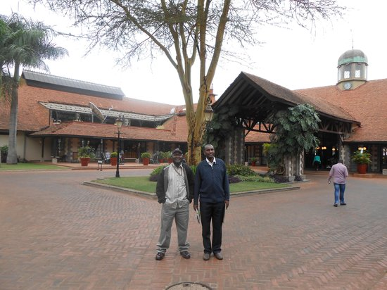 Windsor Golf Hotel and Country Club: At the Main entrance to the Hotel