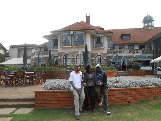 Windsor Golf Hotel and Country Club: Wonderful Hotel in the background.