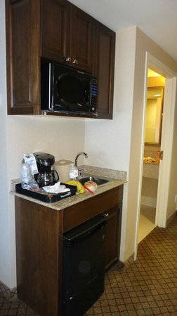Holiday Inn Express Hotel & Suites North Bay: microwave/fridge