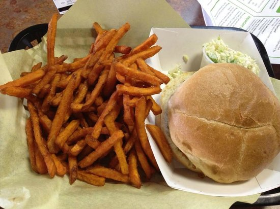 Hoggs Gourmet Grill: Sweet Potato Fries and pulled Chicken