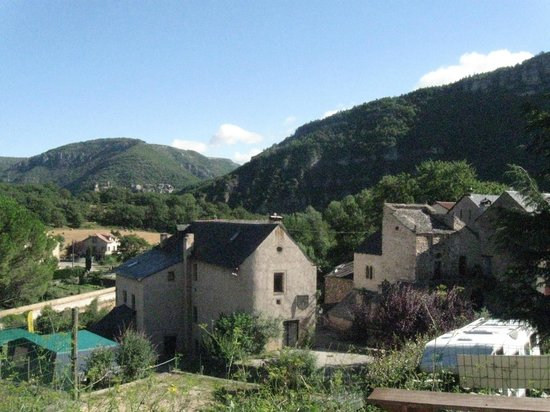 Le Val de Cantobre: Reception, shop, bar and restaurant area viewed from steps