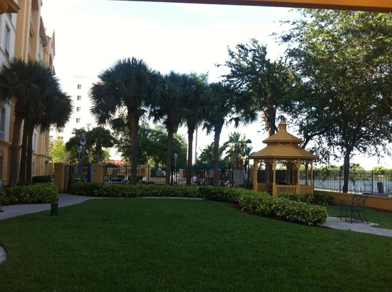 La Quinta Inn & Suites Ft. Lauderdale Airport: courtyard