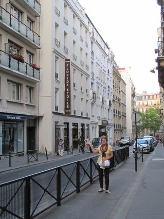 Side stree location picture of floride etoile hotel for Hotels 1 etoile paris
