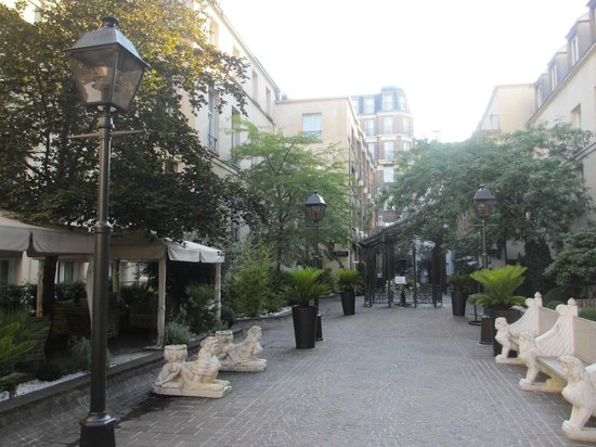Courtyard picture of hotel les jardins du marais paris for Hotel les jardins paris