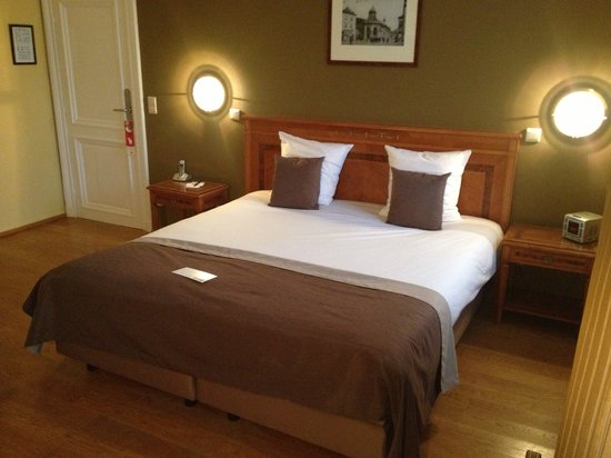 Lit king size photo de villa des fleurs spa tripadvisor for Lit king size but