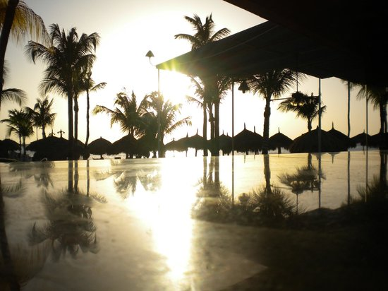 Radisson Aruba Resort, Casino & Spa: sunset
