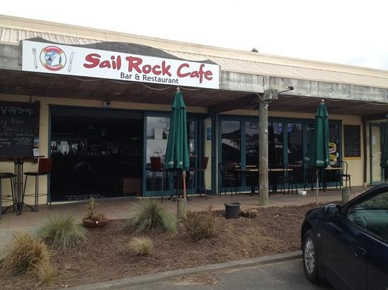 Mangawhai, Новая Зеландия: sail rock cafe