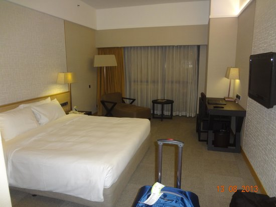 Chambre avec lit king size picture of grand mercure singapore roxy singapore tripadvisor for Chambre avec lit king size