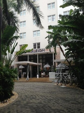 Restaurants near richmond hotel in miami beach florida for Raleigh hotel miami restaurant