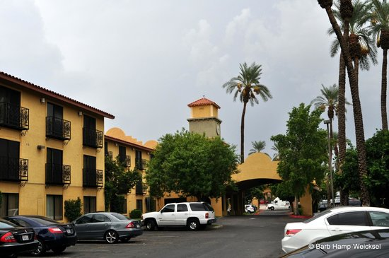 Embassy Suites by Hilton Hotel Palm Desert: In the parking lot facing the front of the hotel