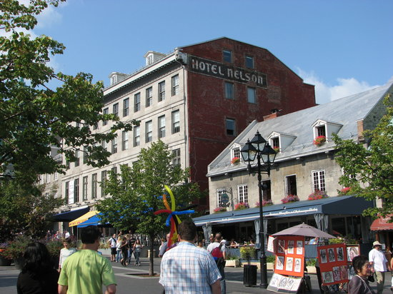 Exterior of jardin nelson 407 place jacques cartier for Restaurant jardin montreal