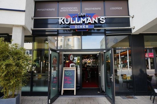 awesome burgers service not so much review of sam kullman s diner ludwigsburg germany. Black Bedroom Furniture Sets. Home Design Ideas