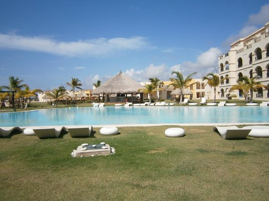 Large pool picture of alsol luxury village punta cana