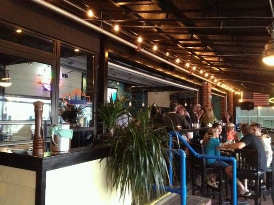 back tables and patio picture of the port seafood bar grille newport tripadvisor. Black Bedroom Furniture Sets. Home Design Ideas