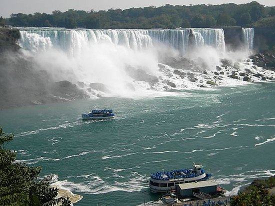 One coming and one going - Picture of Maid of the Mist, Niagara Falls