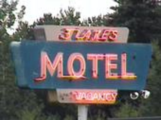 Three Lakes Motel