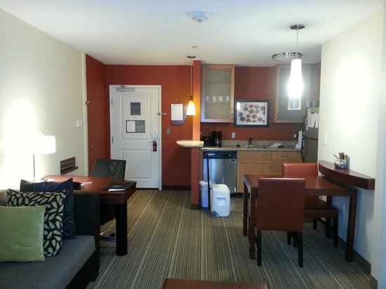 Residence Inn Charleston North: Living area