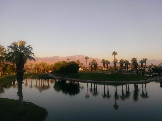 Desert Springs JW Marriott Resort & Spa: Sunrise view of the lagoon, and Mount San Jacinto