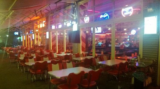 Interior picture of fabulous route 66 50s diner berlin for 50 s diner exterior