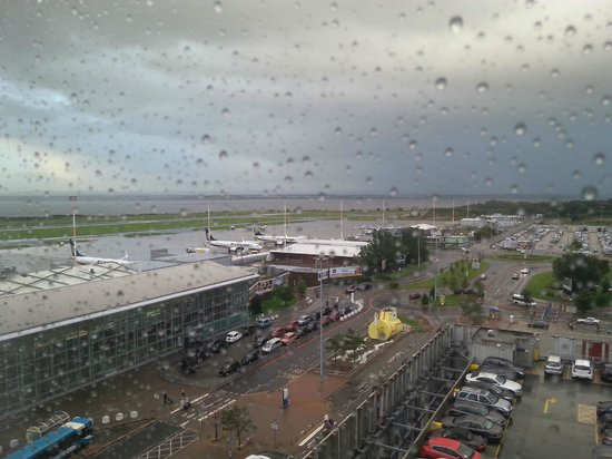 Hampton by Hilton Liverpool/John Lennon Airport: Runway view