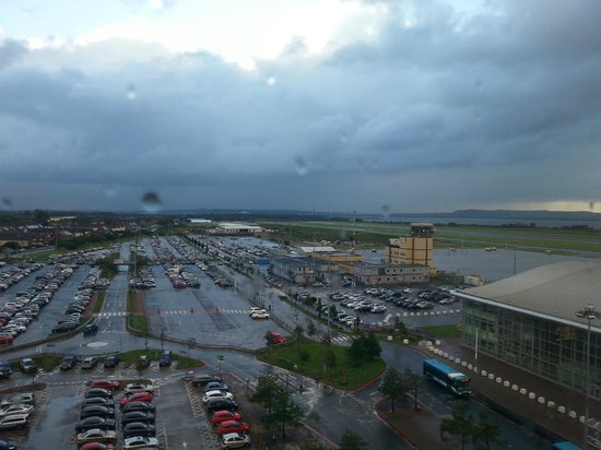 Hampton by Hilton Liverpool/John Lennon Airport: Parking view from the emergency stairs