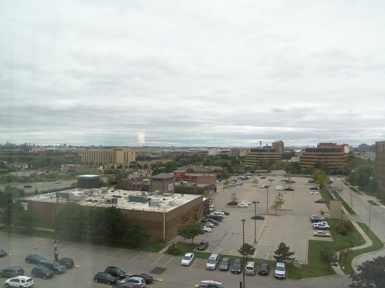 Crowne Plaza Toronto Airport: Looking from the room directly at the airport.