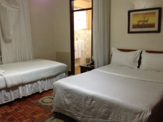 Gracehouse Resort: Bed (bed net surrounded it at night)